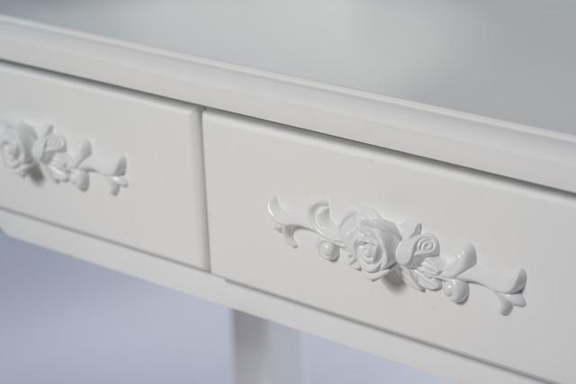 Detailní ornamenty na zásuvkách